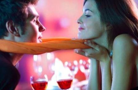 Женщина внушает мужчине