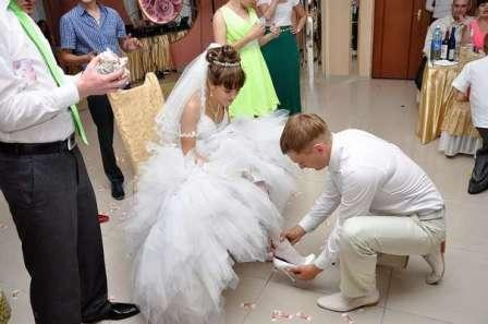 Свадебные обряды: выкуп туфельки