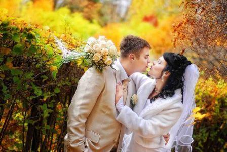 Свадьба осенью, что надеть невесте и жениху