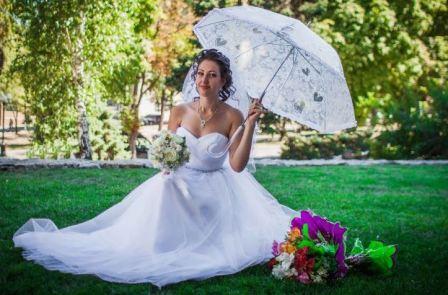 Фотосессия со свадебным зонтом