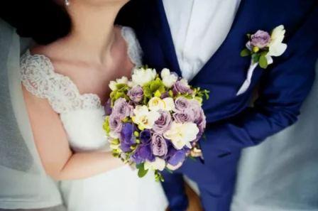 Цветы для бутоньерки жениха