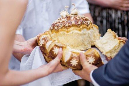 свадебные традиции: разрезание каравая