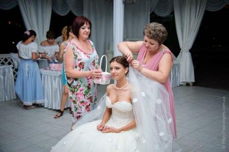 Свадебные обряды: снятие фаты