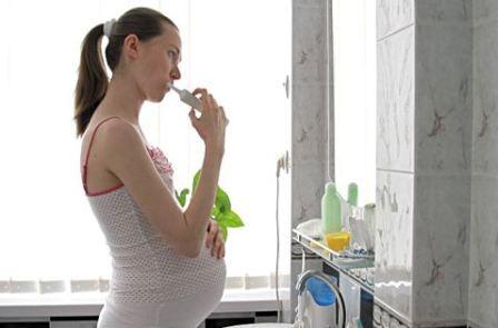 Лечить зубы во время беременности