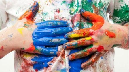 Чем отстирать пятна краски на детской одежде