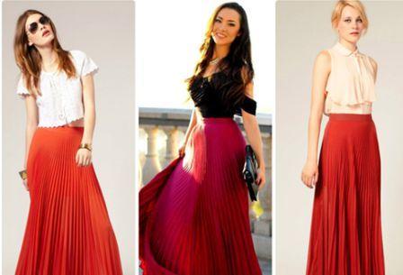 Красная плиссированная юбка