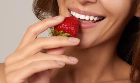 Как отбелить зубы в домашних условиях эффективно