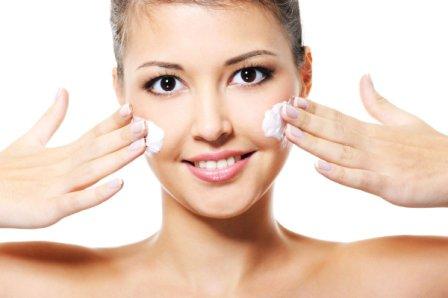 Зачем увлажнять лицо кремом