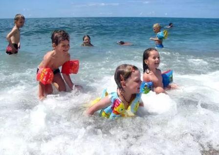 Купание с ребёнком в открытых водоёмах