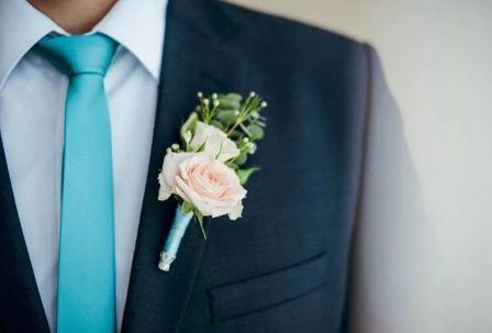 Бутоньерка жениха: аксессуар или оберег?