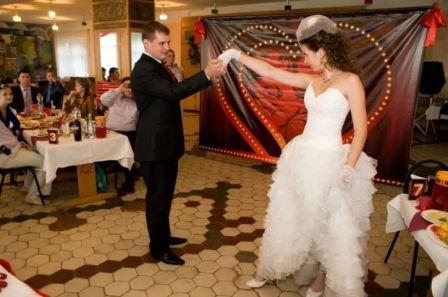 Красивая свадьба в стиле «Мулен Руж»