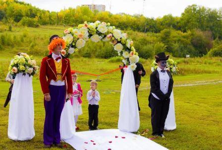 Легкая безуминка: свадьба в стиле Алисы в стране чудес