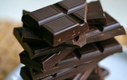 В чем польза горького шоколада и его вред для организма человека