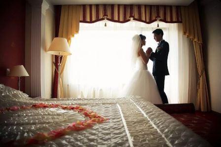 Как правильно провести первую брачную ночь
