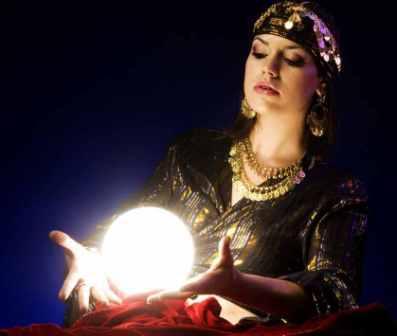 Как узнать ведьму среди людей и защититься от нее