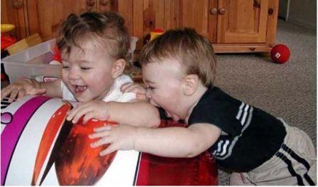 Почему кусаются дети и как отучить