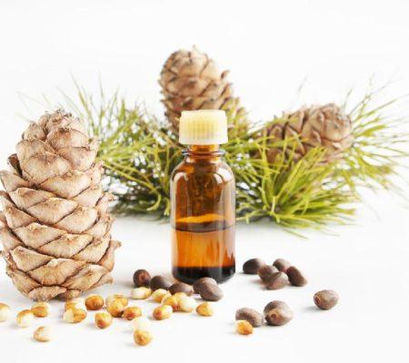 Чем полезно эфирное кедровое масло