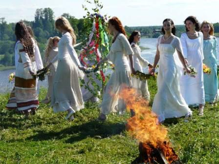 Главные обряды мая: на красоту, на деньги, на желание