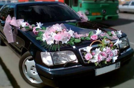 Свадебное оформление машин живыми цветами